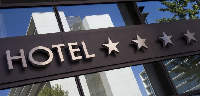 Roomize – barter z usługą hotelową w tle
